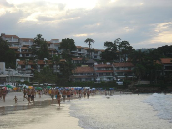 Bombinhas Tourist Hotel e Pousada: Vista hacia el Hotel