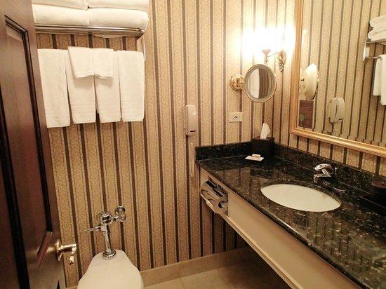 The Talbott Hotel: Bathroom