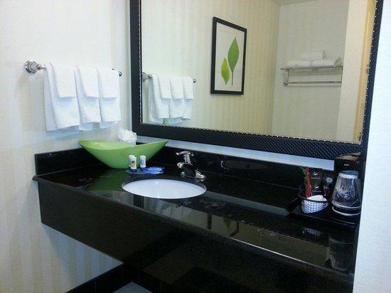 Fairfield Inn & Suites Austin North/Parmer Lane: Bathroom