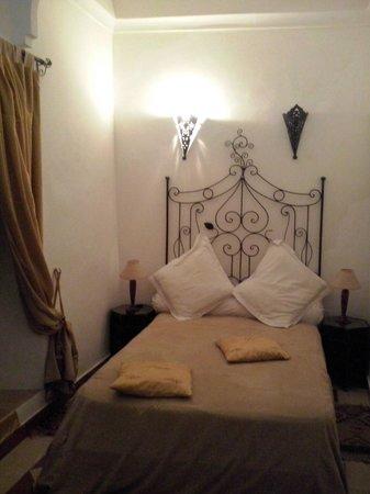 Riad Al Jana: la camera gialla