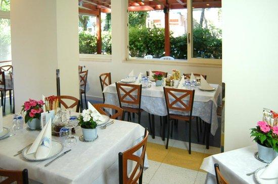 Hotel Metron : la sala da pranzo