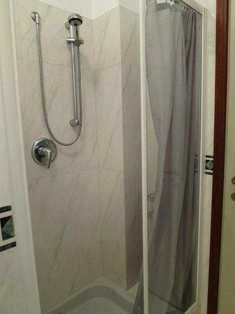 Hotel dei Tigli Angera: Shower