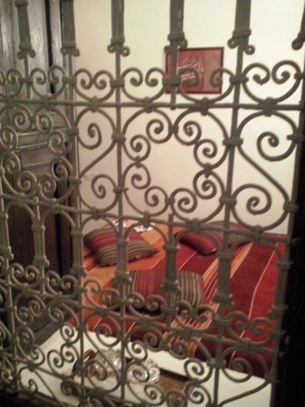Riad Al Jana : la camera rossa