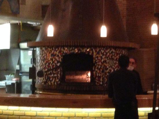 Ma Come No: El horno para la elaboracion de lanpizza le da un toque de sabor especial