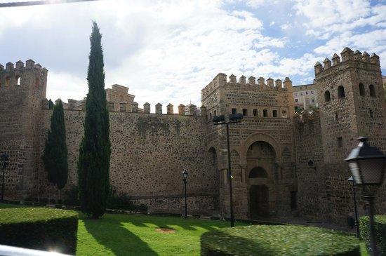 Puerta de Alfonso VI: The gate.