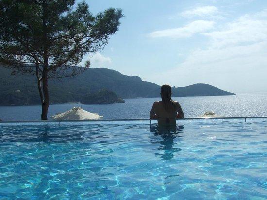 Akrotiri Beach Hotel: Pool view