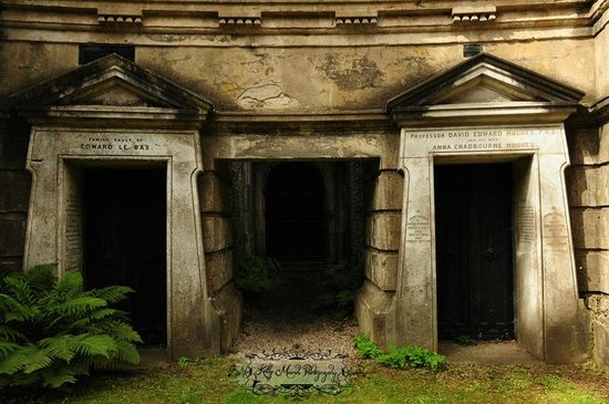 Highgate Cemetery: Some of the mausoleums from the Circle of Lebanon on the West Cemetery tour.