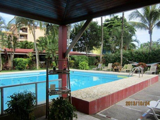 El Jardin: Nice, spotless pool