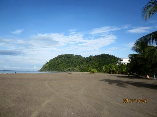 El Jardin: Beach, 30 second walk from hotel gates