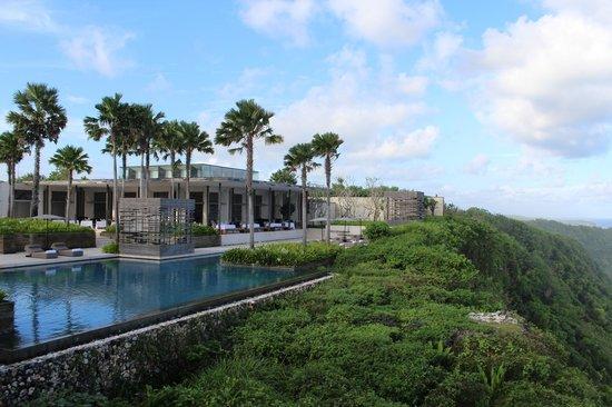 Alila Villas Uluwatu: The main pool area