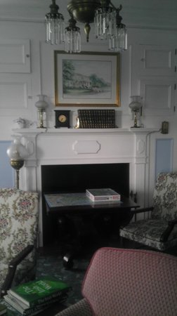 Cloghaun Bed and Breakfast: Parlor