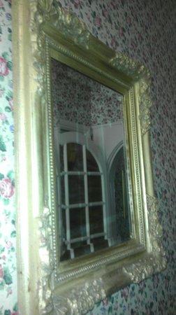 Cloghaun Bed and Breakfast: Hallway