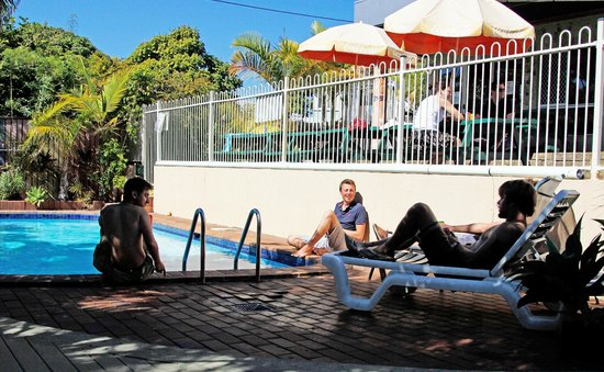 Palace Backpackers Hervey Bay: Chill out by the pool. Open all year round and perfect for enjoying the Hervey Bay sun.