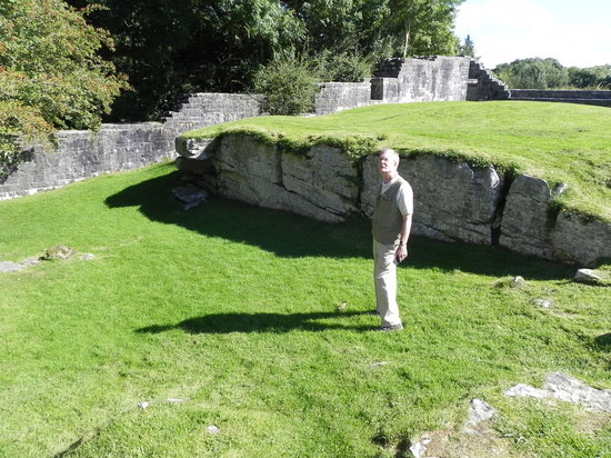 Aughnanure Castle: Stepping down to the water-2