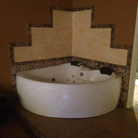 Taypikala Hotel Machupicchu: Giant tub