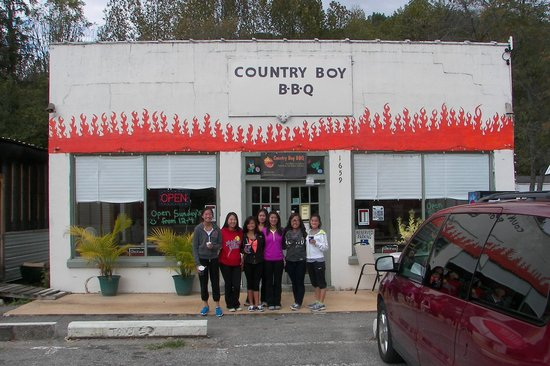 Country Boy BBQ : No-frills building with great food