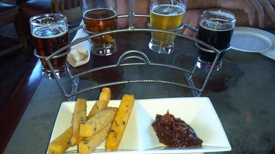 Gore Range Brewery: Beer sampler and chickpea fries