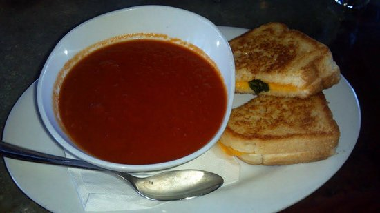 Gore Range Brewery: Roasted tomato soup and grilled cheese