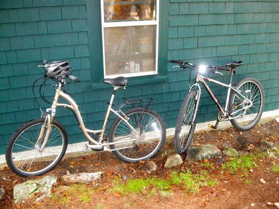 The Birches Bed and Breakfast: Our bikes from Suzi's Bike buddy Bobby in town rental