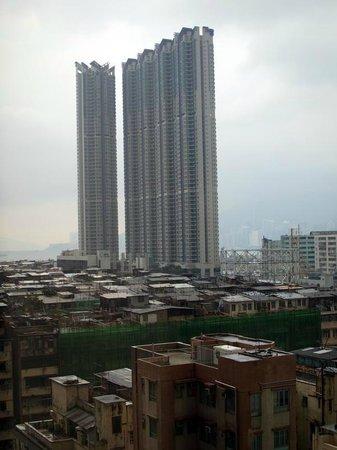 Harbour Plaza 8 Degrees: 香港ではめずらしく高い建物が少ない地区