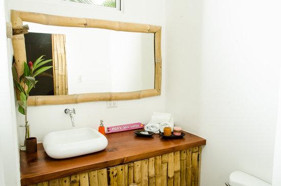 Otro Lado Lodge and Restaurant: bathroom