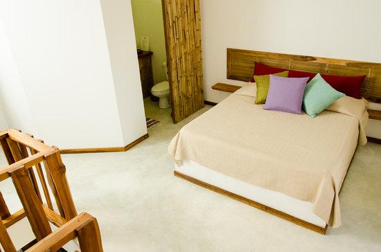 Otro Lado Lodge and Restaurant: lodge room upstairs