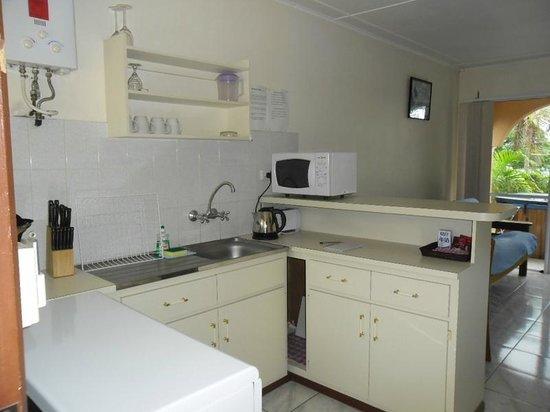 Quest Apartments: Std Kitchen