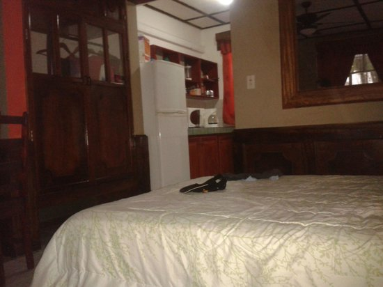 Hotel Mar de Luz: Habitación familiar mostrando una de las camas y cocina