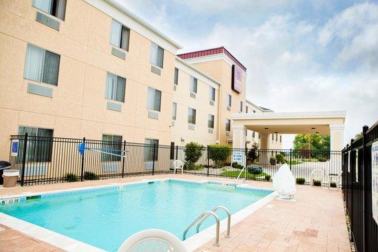 Comfort Suites: Hotel pool