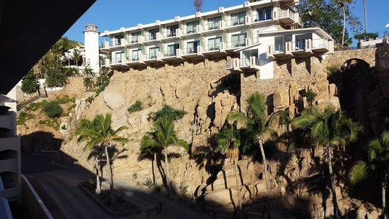 Sandos Finisterra Los Cabos: some of the rooms are built on the hill side