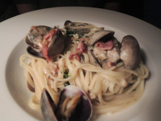 The Four Swallows Restaurant: Linguine with clams