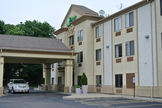 Holiday Inn Express Middletown / Newport: фасад