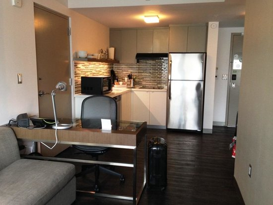 Element Miami International Airport : fully furnished sala and kitchen