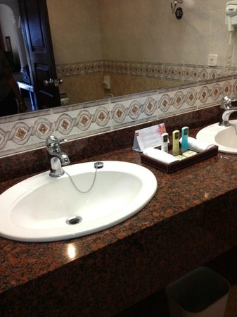 Hotel Riu Palace Cabo San Lucas: BATH