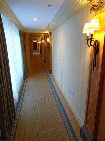Hotel Kamp: Corridor