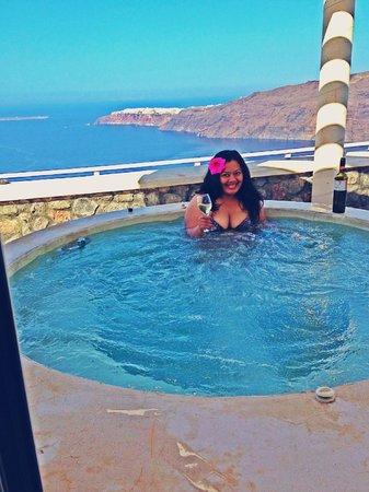 Rocabella Santorini Resort & Spa: Outdoor Jacuzzi