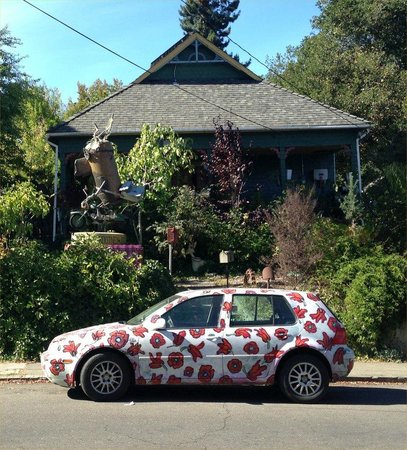Florence Avenue: Artist's Home?