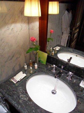 InterContinental Bordeaux Le Grand Hotel : Vanity
