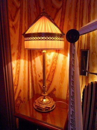 InterContinental Bordeaux Le Grand Hotel : Beautiful Table Lamp