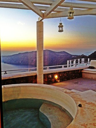 Rocabella Santorini Resort & Spa: View from our terrace