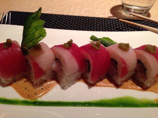 Wazuzu: Hamachi Thai basil roll