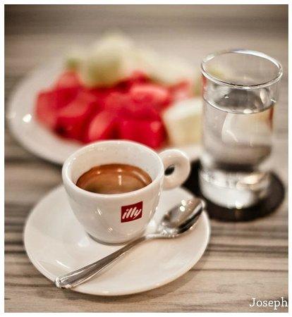 Hotel Neo Kuta Jelantik: The first espresso brewed finely.