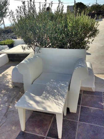 Rocabella Santorini Resort & Spa: Chair & Green