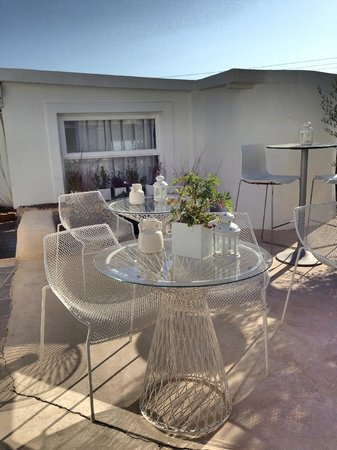 Rocabella Santorini Resort & Spa: Shabby chic seating area