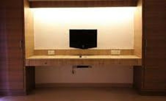 Sherwood Suites: We had been provided a Big Screen TV