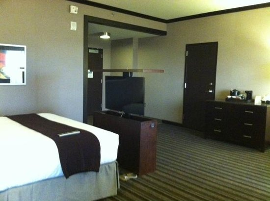 Wild Horse Pass Hotel & Casino: Motorized TV lift cabinet at the end of the king bed