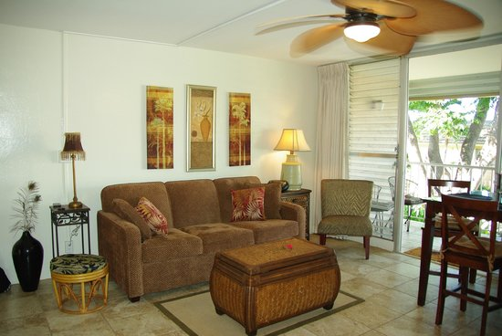 Kihei Kai Nani : Unit 215 - living room