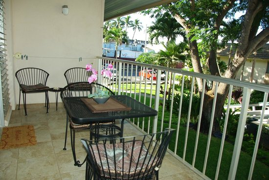 Kihei Kai Nani : Unit 215 - Lanai/patio facing garden courtyard