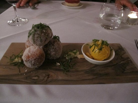 Pipers of Penola: Doughnuts with pumpkin icecream