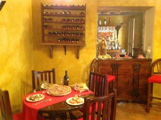 La Esquina de Cervantes: Venta de vino de la casa por copa 1/2 litro o litro completo al mejor precio